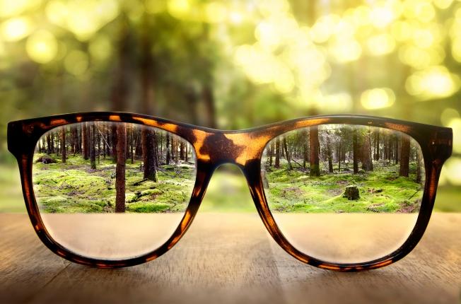 Glasses+Focus+-+iStock_000044817216_Large